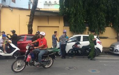 Nhiều xe ô tô của tài xế GrabCar bị nam thanh niên đập phá ở Sài Gòn