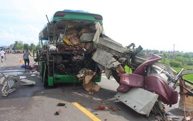 """Nhân chứng vụ tai nạn 5 người chết: """"Người chết, người bị thương, hàng hóa văng tứ tung"""""""