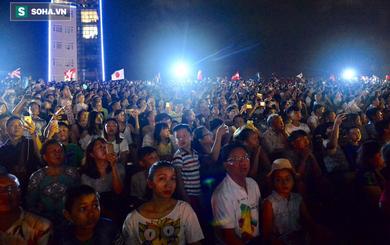 Hàng ngàn người đổ về bên cầu sông Hàn chờ xem Lễ hội pháo hoa quốc tế