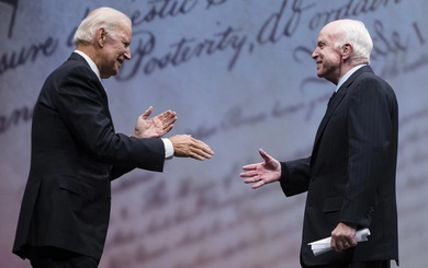 Cặp kỳ phùng địch thủ nổi tiếng chính trường Mỹ bất ngờ bắt tay do cùng phản đối ông Trump