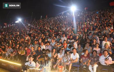 [CẬP NHẬT] Hàng ngàn người đổ về bờ sông Hàn chờ xem Lễ hội pháo hoa quốc tế