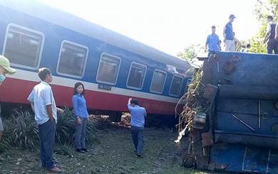 [Trực tiếp] Thừa Thiên Huế: Tàu hoả đâm xe tải, lật khỏi đường ray, 3 người chết tại chỗ