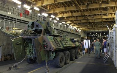 """Bên trong chiến hạm USS Kearsarge - """"Ngựa thồ"""" của Hải quân Mỹ"""