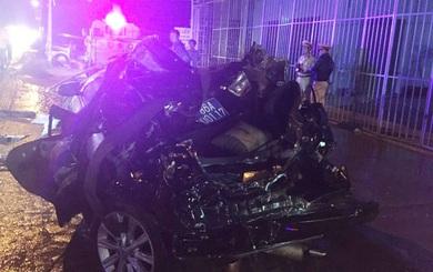Hiện trường vụ tai nạn khiến 2 công an tử vong, ôtô Camry biển xanh bị tông nát bét