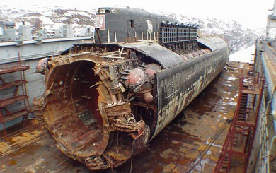 Vụ chìm tàu ngầm Kursk: Khoang số 9 cạn dần ô xi - Thần chết đang đếm ngược thời gian