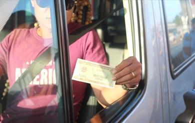 BOT Biên Hòa sáng nay: Tài xế trả 40.100 đồng tiền lẻ và đòi thối lại đúng 100 đồng