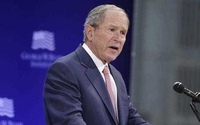 """Cựu Tổng thống Bush bất ngờ """"chê thậm tệ"""" chính quyền Donald Trump"""