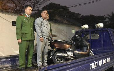 Người đàn ông chặn đầu xe máy, đòi tiền phạt 100 nghìn đồng