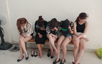 Công an đột kích quán bar ở Sài Gòn, phát hiện nhiều cô gái đang phê ma túy