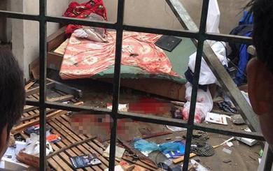 Sau tiếng nổ kinh hoàng, nam thanh niên nằm bất động trong căn nhà hư hỏng
