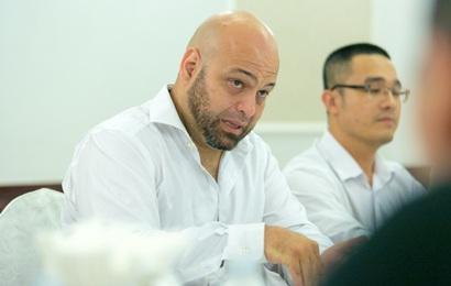 """Cho rằng Cung Lê """"về phe"""" Huỳnh Tuấn Kiệt, Flores đăng đàn chấp nhận lời khiêu chiến"""