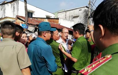 Người dân Thủ Thiêm náo loạn, xô đẩy trước cuộc gặp Chủ tịch TP HCM