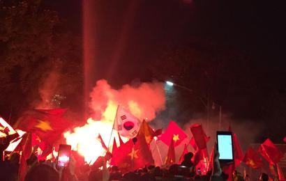 """Báo Hàn Quốc: """"Không khí tại Hà Nội cuồng nhiệt đến khó tin"""""""