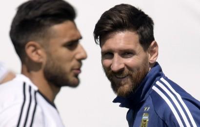 """Điều gì giúp Messi nở nụ cười đầu tiên sau """"thảm họa Croatia""""?"""