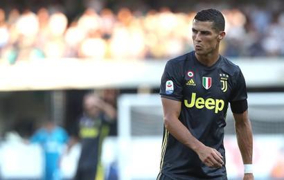 """Ronaldo ra mắt thất vọng trong ngày Juvetus """"toát mồ hôi lạnh"""" trước đối thủ dưới cơ"""