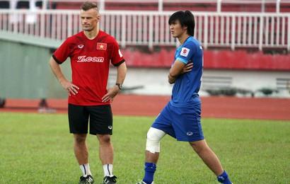 """U23 Việt Nam: Lời cầu nguyện của """"cậu út"""" và nỗi đau mang tên Tuấn Anh"""