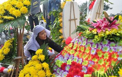 Đại tang ở Kim Lương: Đắp mộ người này chưa xong phải chạy tắt đồng đưa người khác