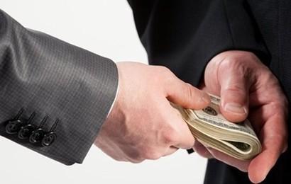 Trưởng công an xã lừa đảo chiếm đoạt 15 triệu đồng bị bắt quả tang