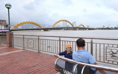 Thủ tướng Singapore Lý Hiển Long đăng ảnh Cầu Rồng lên Facebook sau khi đến Đà Nẵng
