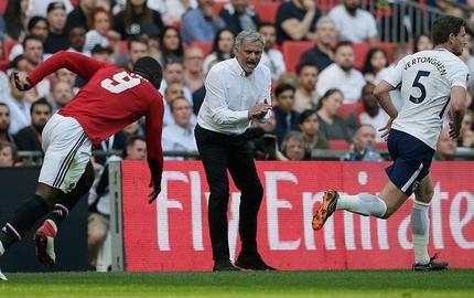 Hết 'bùa phép' ở CLB, Mourinho muốn làm HLV đội tuyển?