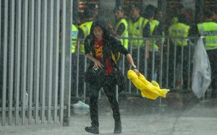 Mưa rất lớn tại Malaysia, cảm xúc Thường Châu ùa về với tuyển thủ Việt Nam
