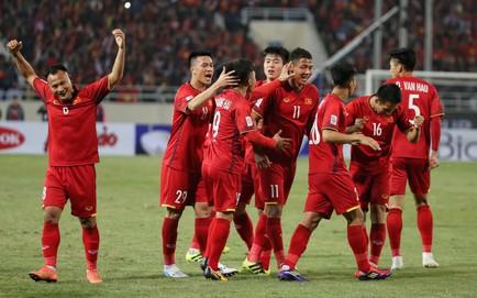 TRỰC TIẾP Việt Nam 1-0 Malaysia: Đặng Văn Lâm cứu bóng ngay trước vạch vôi
