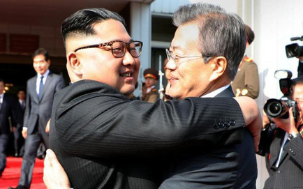 Tổng thống Moon Jae-in đã gặp lãnh đạo Triều Tiên Kim Jong-un lần 2 tại Bàn Môn Điếm chiều nay