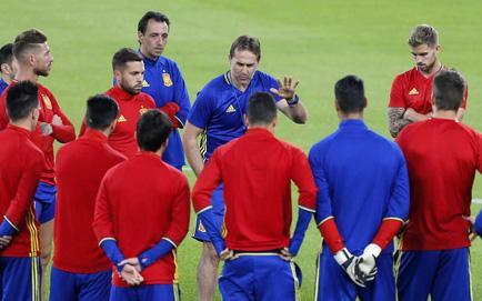 """Chính thức: Đội tuyển Tây Ban Nha sa thải HLV Lopetegui vì """"đi đêm"""" với Real Madrid"""