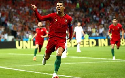 3 lần sút tung lưới TBN, Ronaldo lập kỷ lục vô tiền khoáng hậu tại World Cup