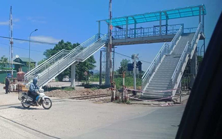 Xôn xao về cây cầu vượt cho người đi bộ qua đường sắt ở Thanh Hóa