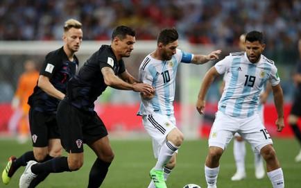 """Sau cuộc họp kín, cầu thủ Argentina """"lật ghế"""" HLV Sampaoli, đưa người khác lên nắm quyền"""