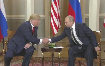 """[CẬP NHẬT] Ông Trump bắt tay ông Putin chỉ 3 giây, nhắc đến TQ và """"bạn chung Tập Cận Bình"""""""
