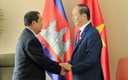 Chủ tịch nước Trần Đại Quang và 5 lần cắt tóc cho đồng đội Hun Sen