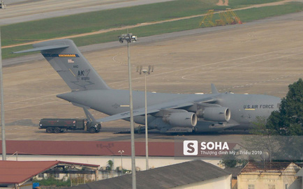 Vận tải cơ C-17 thứ hai đáp xuống Nội Bài, tiếp tục chuyển phương tiện phục vụ ông Trump