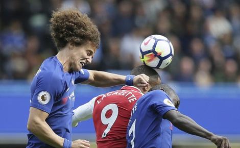 """Wenger tiếc ngẩn tiếc ngơ, Conte than vãn về trận đấu """"kỳ quặc"""""""