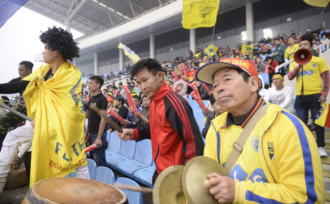 Trước giờ bóng lăn, 3 học trò của HLV Park Hang-seo nhận tin dữ