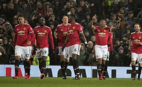 Cuộc đua top 4 Premier League: M.U bị theo rất sát, càng phải mua Sanchez!