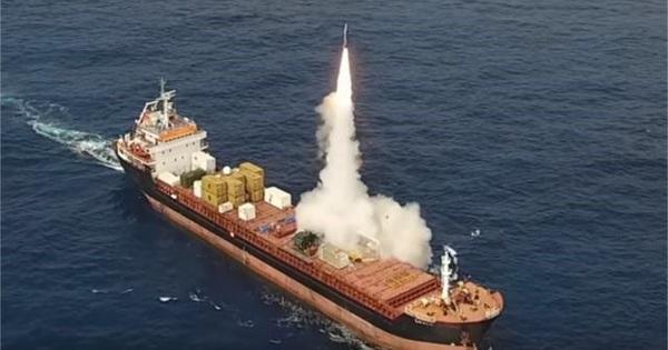 """Mua tên lửa LORA """"phiên bản container"""" liệu có lợi bất cập hại?"""