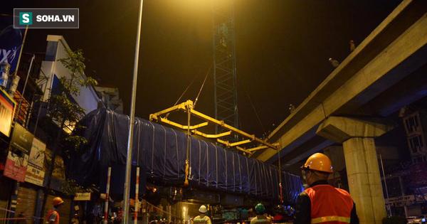 Cẩu thành công đầu tàu lên ray đường sắt trên cao Cát Linh – Hà Đông