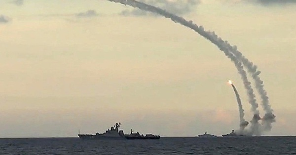 """Đáng buồn – Nga """"bất lực"""" muốn đánh xa chỉ dựa được vào tên lửa Kalibr và tình báo!"""