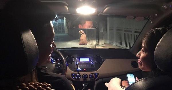 """""""Người lạ"""" trên xe và câu nói của tài xế khiến hành khách ngẩn ngơ"""