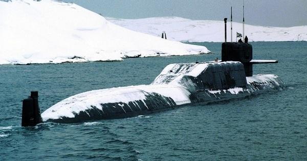 Tàu ngầm hạt nhân K-279 đâm vào núi băng: Ngày 13 đen đủi -Thêm thảm họa Titanic?