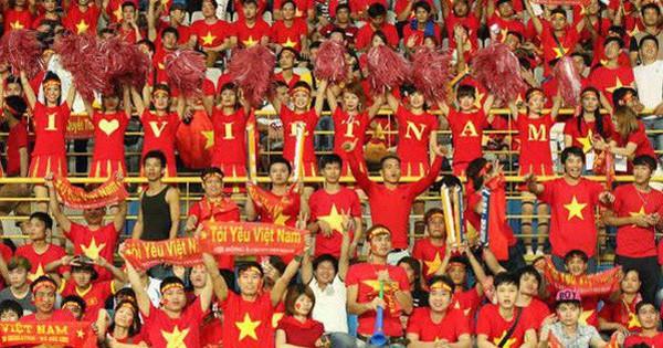 Cờ Tổ quốc, băng rôn 'cháy hàng' trước trận chung kết của U23 Việt Nam