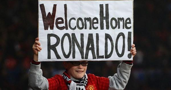 Dính tai tiếng hiếp dâm, Ronaldo vẫn được fan MU chào đón