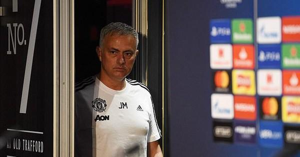 Phủ nhận tin đồn muốn về Real, Mourinho dằn mặt giới truyền thông
