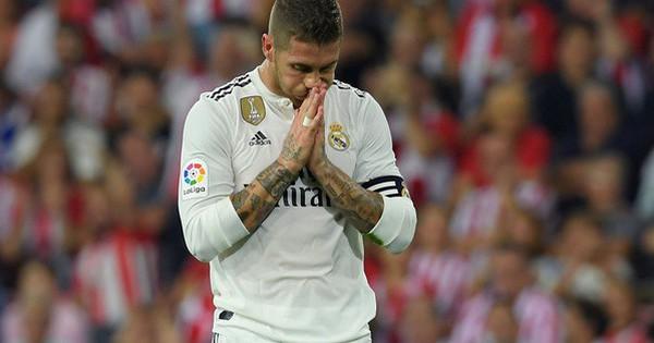 """""""Tẩn"""" đàn em trên sân tập, Ramos xin lỗi thiếu tử tế và nhận vô vàn """"gạch đá"""""""