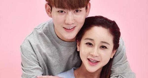 """Cặp đôi Hoa - Hàn """"vợ 42 chồng 24"""" hạnh phúc chào đón đứa con đầu lòng                                                                                                                                                               Là cặp đôi"""