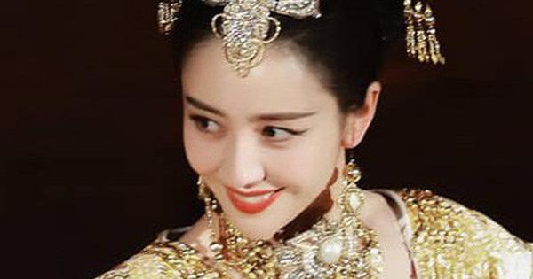 Không phải Đường Yên hay Dương Mịch, đây là mỹ nhân bùng nổ nhất sự kiện Hoa Biểu ngày hôm qua với vẻ đẹp nữ thần