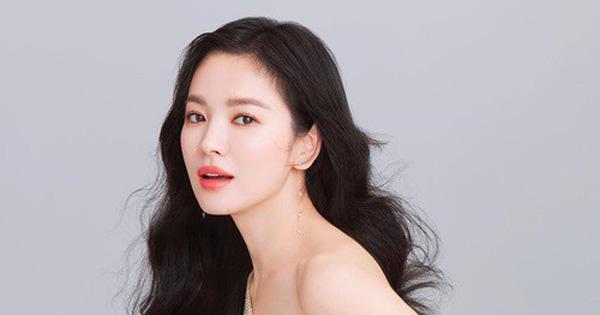 """Giữa tin ly hôn, Song Hye Kyo bất ngờ """"chơi lớn"""", lần đầu tiên làm việc này sau 4 năm"""