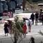 Không có phép vẫn đón hơn 1.000 khách Trung Quốc mỗi ngày vào mua sắm
